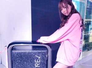 ピンクの大きいスウェットを着た女の子らしい多田さん